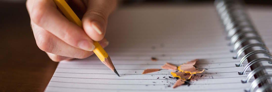 Hand mit Bleistift
