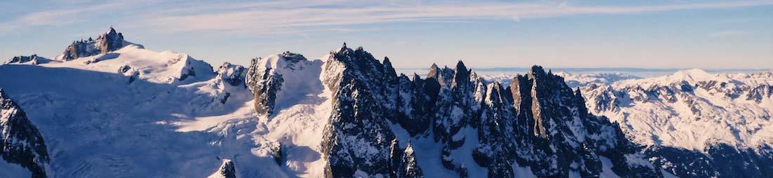 Verschneite Bergipfel