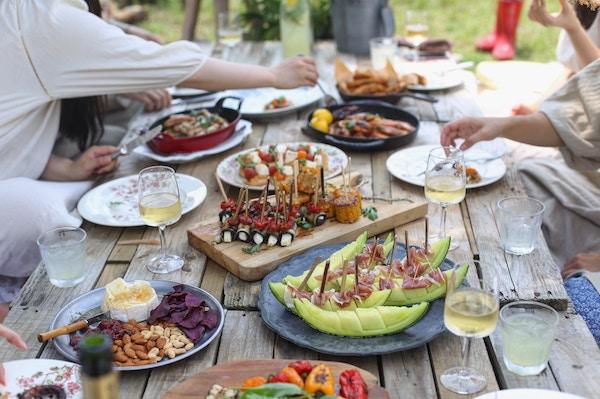 Ein reich gedeckter Tisch | Rabatte Coupons