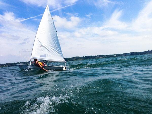 Ein Segler auf dem Eriesee   Rabattcoupons