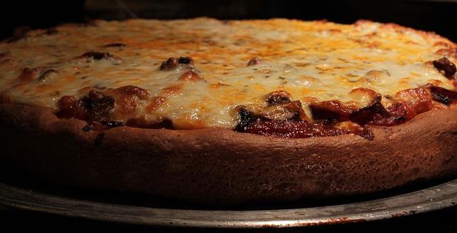 Eine Pan-Pizza mit viel Käse | Rabatte Coupons