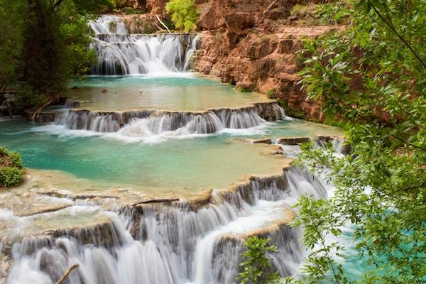 Eine Landschaft mit Wasserfällen | Rabatte Coupons