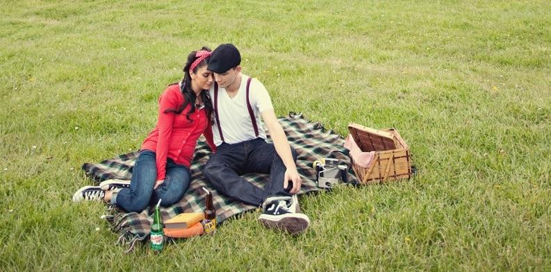Ein Paar beim romantischen Picknick | Rabatte Coupons