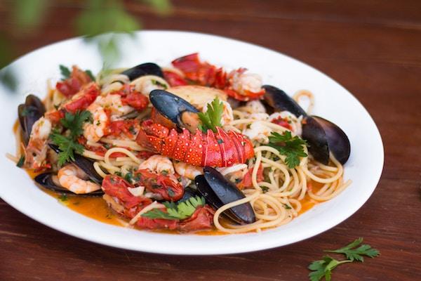 Ein Gumbo mit Nudeln und Meeresfrüchten | Rabatte Coupons