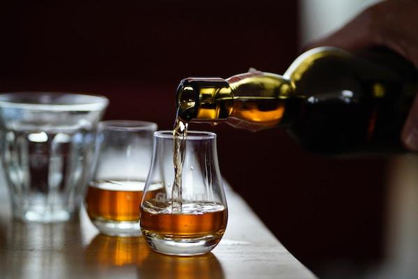 Frisch eingeschenkter Whiskey   Rabattcoupons