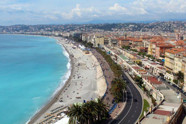 Ein Sandstrand in Nizza | Rabattcoupon