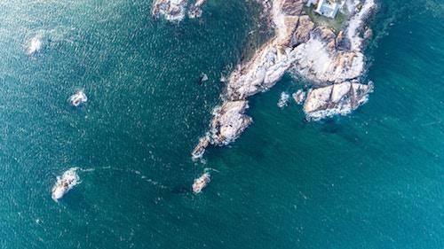 Felsige Buchten am Meer   Rabattcoupon