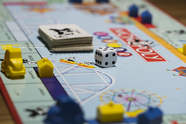 Ein Monopoly-Spielbrett | Thalia Gutschein