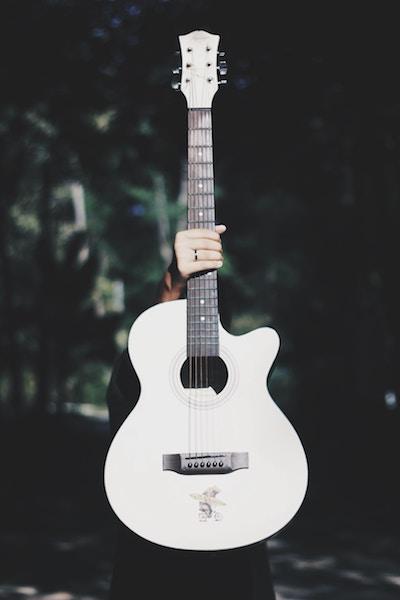 Gitarre fest im Griff|rabattecoupons