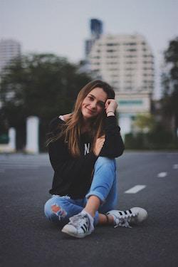 Eine junge Dame mit Schuhen   Sarenza Gutschein