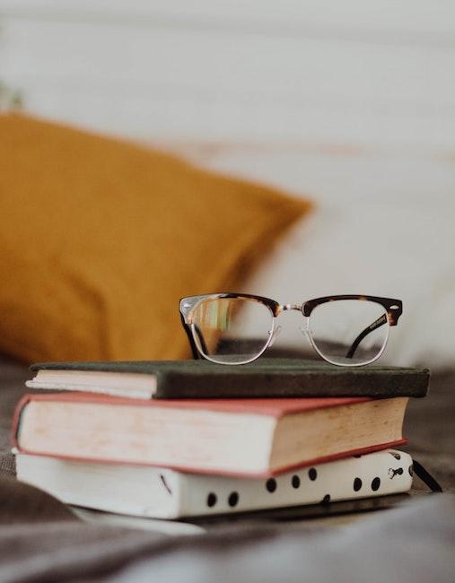 Bücher auf dem Bett | rabatte coupons