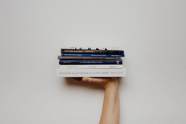 Bücherstapel | rabatte coupons