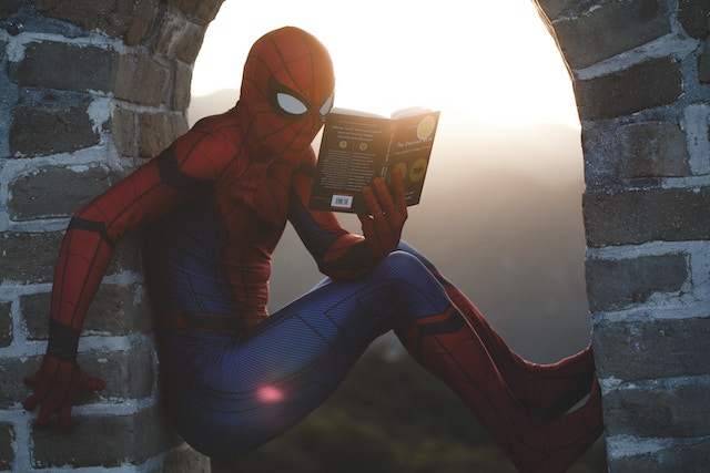 Spiderman liest ein Buch | rabatte coupon