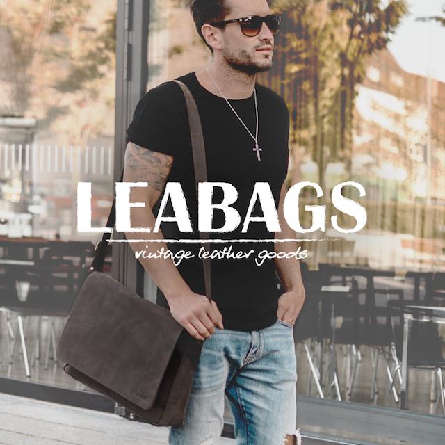 Mann mit Leabag Tasche