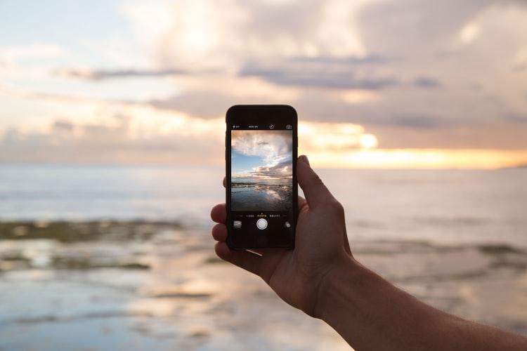 Tag der Erfinder | Smartphone und toller Aussicht auf das Meer | O2 Gutschein