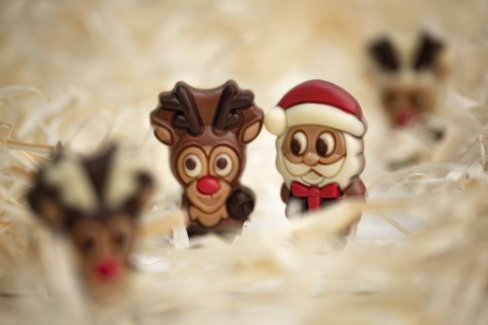 Ein Rentier und ein Weihnachtsmann als zuckersüße Schokofiguren | rabatte coupon