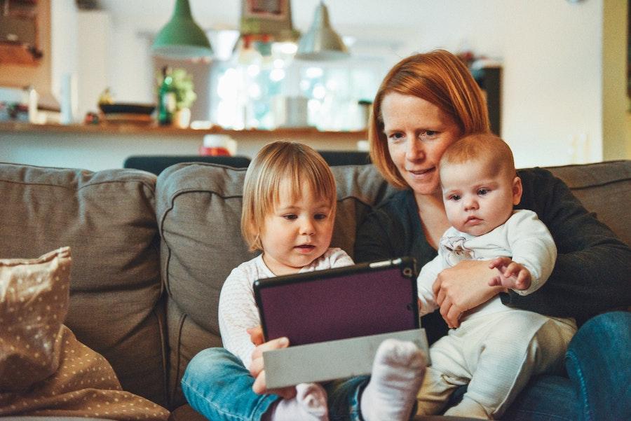 Homeoffice und Kinderbetreuung, Corona zwingt alle Zuhause zu bleiben, hier erhältst tolle Gutscheine für Spielzeug.| www.rabatt-coupon.com
