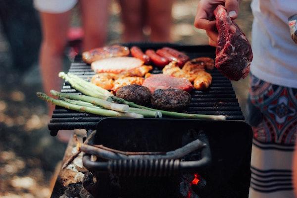 Bei uns kommt nicht nur Fleisch auf den Grill