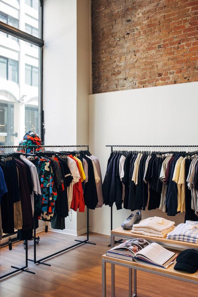 ABOUT YOU Gutschein ist ein weiterer großer Anbieter der sich dem Thema Nachhaltige Mode zugewandt hat.