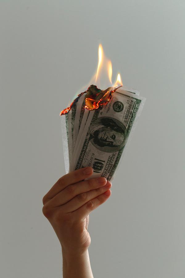 Finanzmarkt: Soll man trotz Wirecard, Geld in Aktien anlegen und wie erkennt man Betrüger auf dem Finanzmarkt?