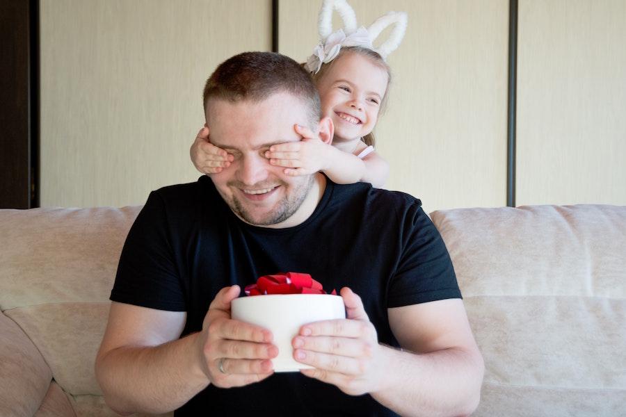 Geschenk zum Muttertag 2021   Vatertag Geschenkideen   www.rabatt-coupon.com