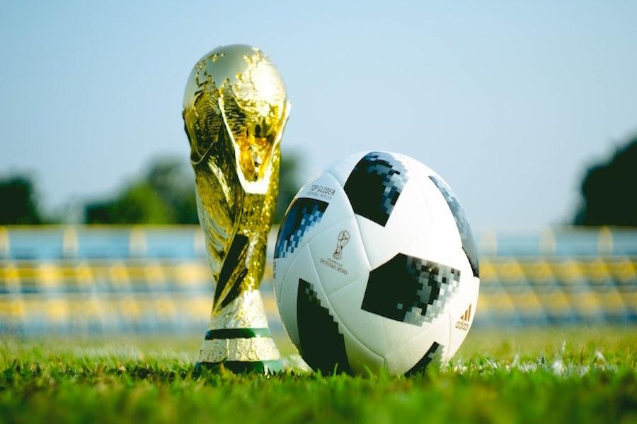Fußball Europameisterschaft 2020 Fußball Corona Konzept www.rabatt-coupon.com