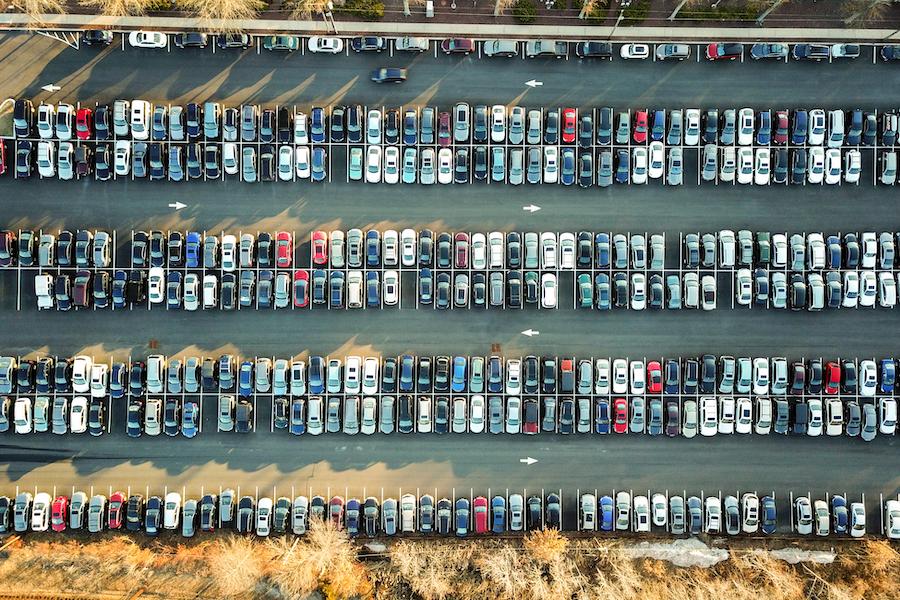 Man verbrbingt viel Zeit zum Suchen eines Parkplatzes. Wird mieten statt kaufen das Problem verringern?